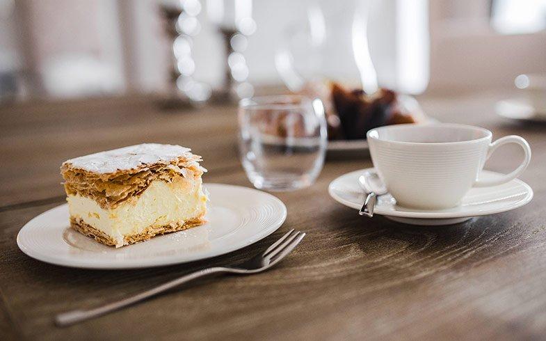 juoda kava su cukrumi svorio metimui